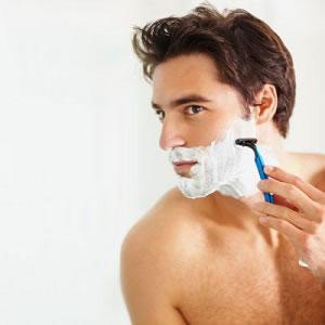 Vergessen Sie nicht, Ihre Haut auf die Rasur vorzubereiten